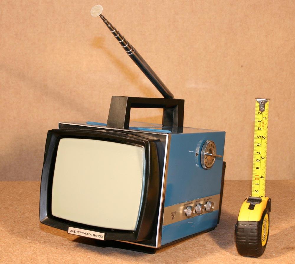 """Телевизор  """"Электроника - ВЛ100 """".  Телевизор был популярным, несмотря на маленький экран (16см), но был лёгким..."""